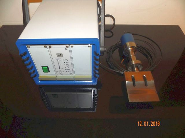 Ultrasonic Food cutting machine, 25 kHz